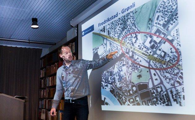 Omfattende planlegging. Alf Solvang i Jernbaneverket informerte om Intercity-prosjektet gjennom Fredrikstad på et møte i fjor høst. Nå er frykten at planleggerne ikke klarer å holde det nødvendige tempoet.