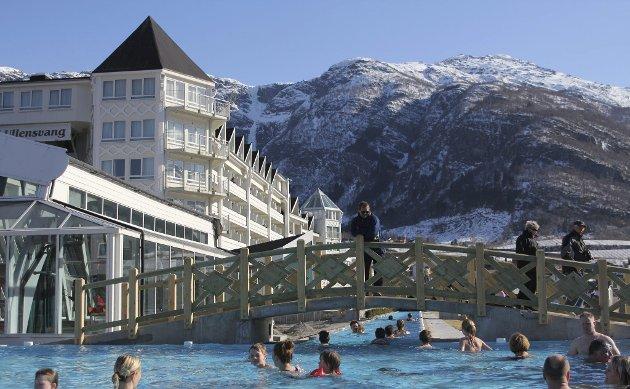 Før helga kom beskjeden om at det tradisjonsrike Hotel Ullensvang på Lofthus ser seg nøydd til å stengja om vinteren.
