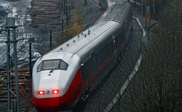 Bekymret: – En eksponering av miljøskadene og ressurssløseriet knyttet til bygging av en IC-bane som bare tar seg av pendlertrafikken vil kunne utelukke videre satsing på tog, skriver Jonathan Parker.