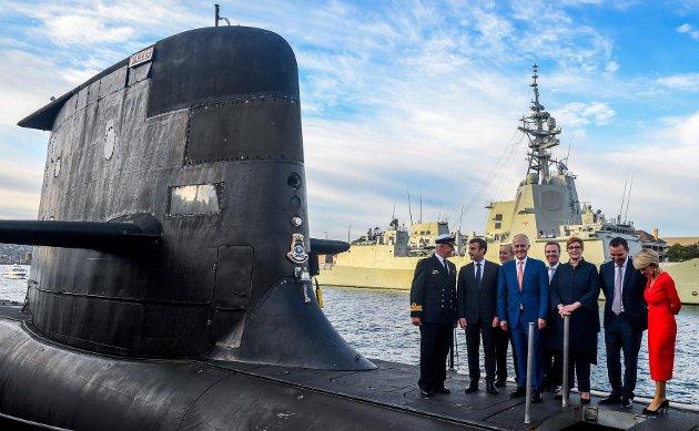 UBÅT: Frankrikes statsminister, Emmanuel Macron, med  daværende statsminister i Australia, Malcom Turnbull, på ubåten HMAS Waller i Sydney, 2. mai 2018.