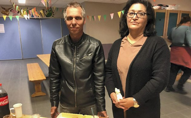 ØKNING: Tore Elvegård-Martinsen og Ziba Amind er glad for økningen i valgoppslutningen på Alvim.