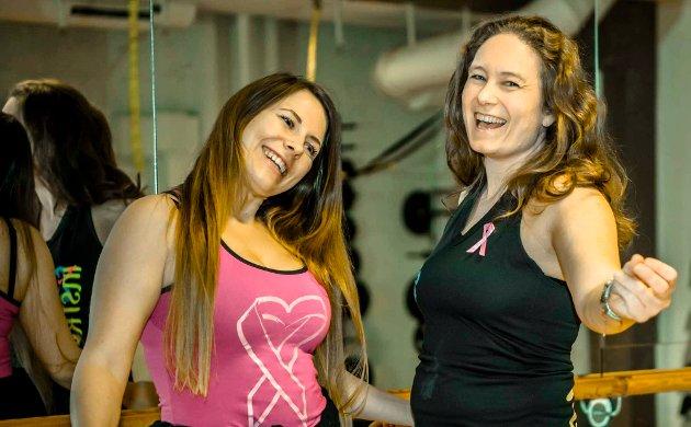 """Susann Zana Hansen og Kristine Victoria Magnus arrangerer """"Pink party"""" til inntekt for Rosa sløyfe-aksjonen."""