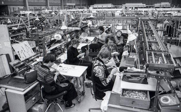 Mistet jobben: Tandberg-konkursen rammet 2.028 personer, mange av dem jobbet i fabrikkbygningen på Kjellerholen, her dokumentert av RBs fotograf på slutten av 70-tallet.