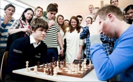 Dette partiet i lynsjakk mot noverande Nh-redaktør Trond Roger Nydal gav ikkje Magnus Carlsen hovudbry i 2010.