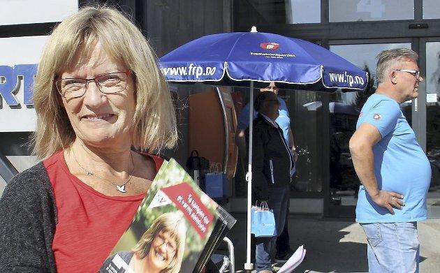 KYNISK: Karin Andersen (SV) mener Høyre/Frp-regjeringen bedriver systematisk klassepolitikk. Her med lederen i Hedmark Frp, Johan Aas.