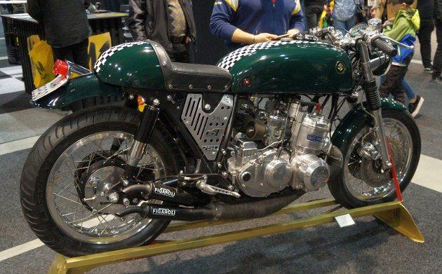 SPRESIALBYGG: En av mange helt særegne spesialbygde motorsykler på messa, basert på en eldre standardsykkel, i dette tilfellet en Suzuki GT 750 fra 1970 tallet.