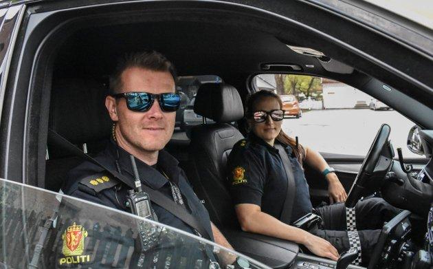 Politiet var på plass: Ståle Sjølie og Martine Austad.