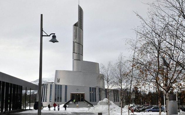 FINNMARK: Nordlys-katedralen er et landemerke i Alta, den klart største kommunen i Finnmark. Uten Alta vil Finnmark miste 30 prosent av innbyggerne. Foto: Oddgeir Isaksen/iFinnmark