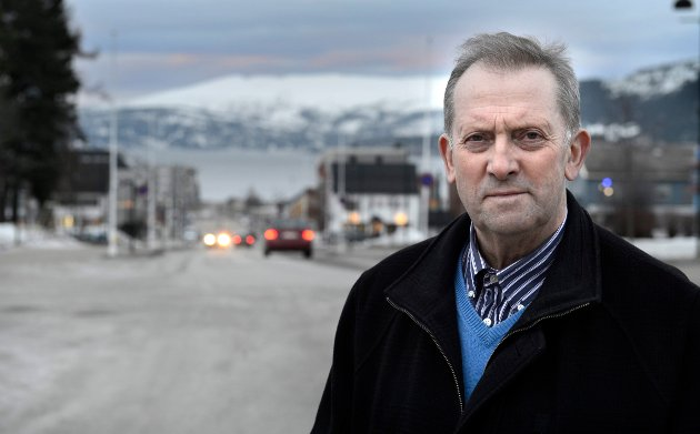 Senterpartiets Johan Petter Røssvoll tar tidligere Ap-ordfører Svein Bogen i forsvar.
