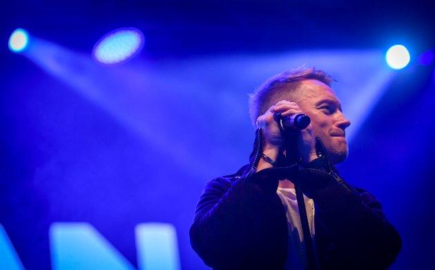 Roanan Keating avsluttet den første Ifjord festivalen som den startet. Med allsang.