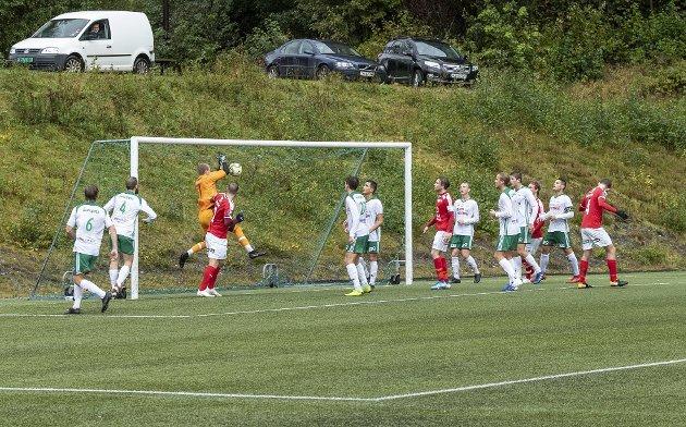 Variabelt: Det har gått opp og ned for Sunndal i år. Hjemmekampen mot Kråkerøy var en av oppturene. Her ble det seier og tre poeng.
