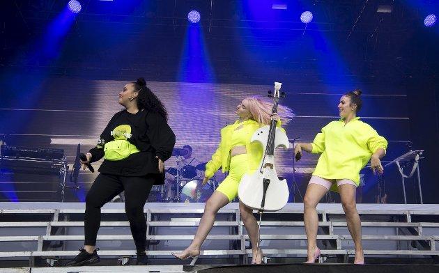 Clean Bandit er kredibel listepop, freakshow, keitete dansing og en musikalsk fest på en og samme tid. Fredag kveld sto britene på scenen på Bergenfest.