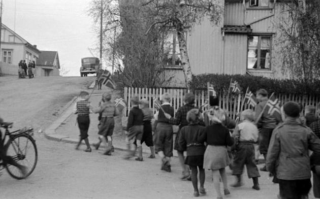 Det var mange som fant frem flaggene da de forstod at krigen var over.