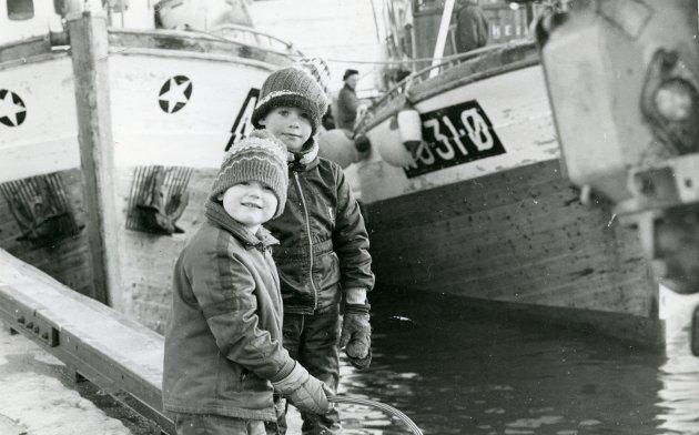 BILDE 1: Dette bildet skal være tatt i Svolvær, kanskje noen drar kjensel på de to barna? Ukjent årstall.
