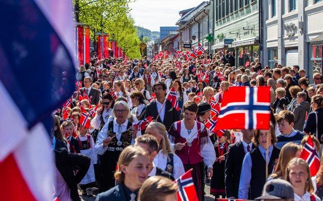 ANNERLEDESÅRET: Barnetoget på Lillehammer er normalt et flott skue. Slik, som her i 2018, blir det ikke i år, men det er likevel mulig å få til en fin feiring av nasjonaldagen. Foto: Aleksander Myklebust