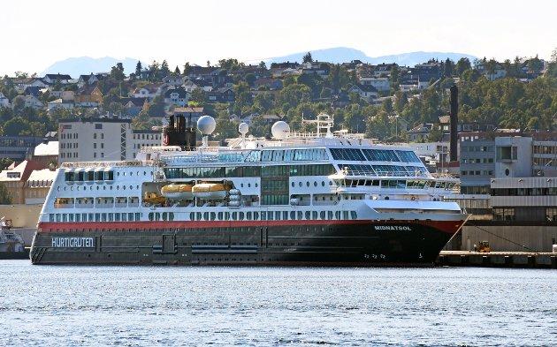 Ledelse og styre for Hurtigruten bør skiftes ut, skriver Tor Ødegården.