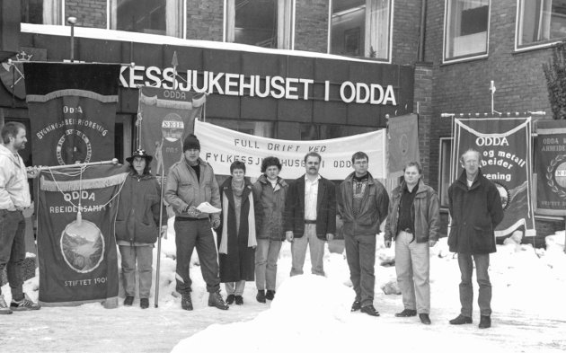 Sjukehusaksjon :  Sju fagforeninger under punktmarkering utenfor fylkessjukehuset i Odda .