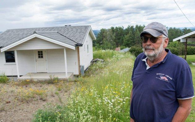 LEI AV Å VENTE: Arne Evjen endte opp med å kjøpe leilighet i Hønefoss i stedet for å bygge hus i Hole. Eva Bekkelund-Eriksen langer ut mot Hole Høyres engasjement i saken.