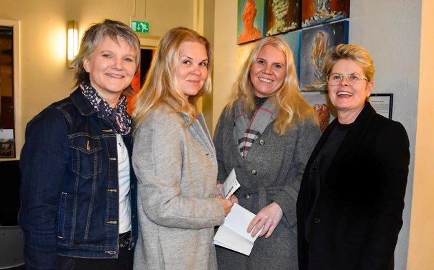 Superstjerne: Odd René Andersen er en superstjerne. Vi hørte på musikken i Halden. Nå er vi her i Askim, sier Ørje-damene Marit Mosbæk, Heidi og Lill Halvardsson og Ida Billing (t.h).