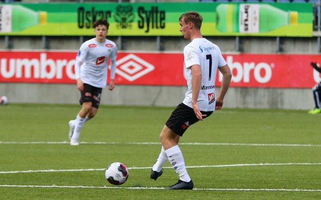 KORTREIST TALENT: Sivert Mannsverk (18) reiser snart vidare til nye utfordringar. Erstattaren hans i Sogndal kan allereie vera på plass, i form av Johan Bakke (16).