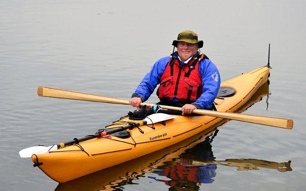 SELVLAGET: Nestleder Tom Bårli har laget padleåren selv.