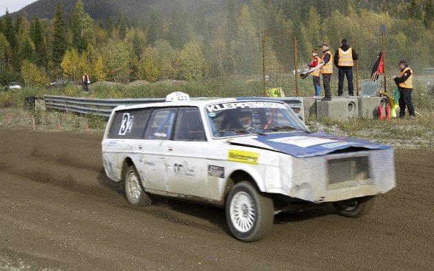 Finalen i Nordlandscupen i bilrcoss ble kjørt på Svenningdal motorbane. NMK Grane var arrangør, og sammenlagtvinner ble Kristian Klepp fra NMK Steinkjer. Her vinner han siste kvalikheat. Bilder: Per Vikan