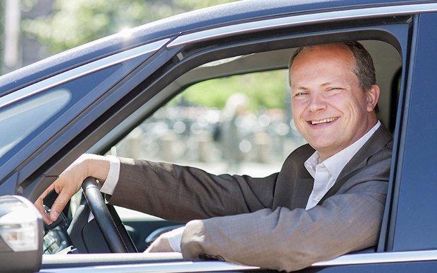 TIL ØSTFYLKET: Samferdselsminister Ketil Solvik-Olsen kommer ikke kjørende, men med fly når han tar en kjapp visitt i Berlevåg og Vardø i dag.Foto: Samferdselsdepartementet