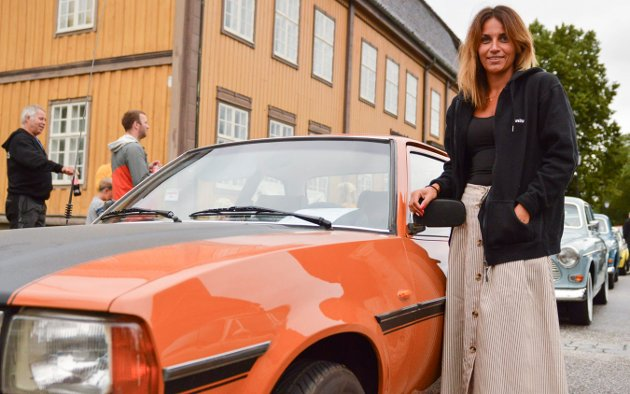 Anita Tonby skulle kjøre farens Opel 1979-modell. Hun er også ganske bilinteressert, sånn man kan bli når man blir født inn i en bilinteressert familie. Dette var første deltagelse på Kongsbergknekken.