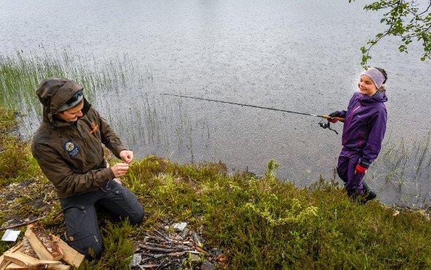 Nina Andersen fikk litt hjelp av Jens Egil pedersen.