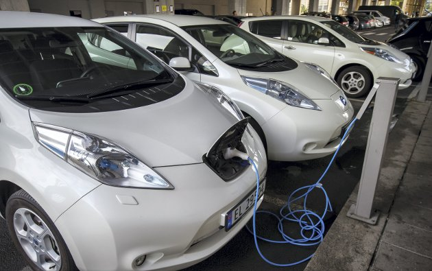 Ved siden av incentivene har tilgjengeligheten på rask strøm har vært viktig for utbredelsen av elektriske biler i Norge.