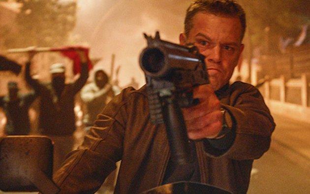 Tøffe tak: Det er tett mellom skuddsalvene og slagene i den nyeste filmen om Jason Bourne. Han leter fortsatt etter svar, og går hardt til verksFoto: Filmweb.no