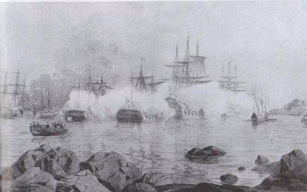 Kruttrøk og kanondrønn: Tordenskiolds angrep i Dynekilen skildret med full krigsdramatikk anno 1716 i dette maleriet.