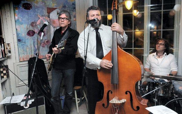 I Bakgården: Bluesbandet Palimp satt stemning i Bakgården lørdag kveld.