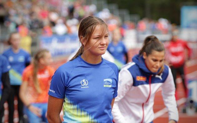 OPPLEVELSE: Live Kalgraff sammen med Amalie Iuel. Begge dypt konsentrerte om oppgaven før 400 meter hekk.