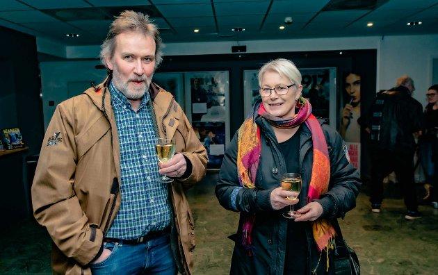 Ivar Ekanger og Kari Steensgaard har utvekslet Nordstoga-konserten som julegave, og denne uken ble det en kveldsstund i Ås kulturhus for å nyte sang, musikk og underholdning, og litt til.