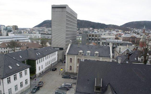 Endog det henger et portrett av meg der, bør rådhuset rives, skriver Trond Tystad. Arkivfoto: Magne Turøy