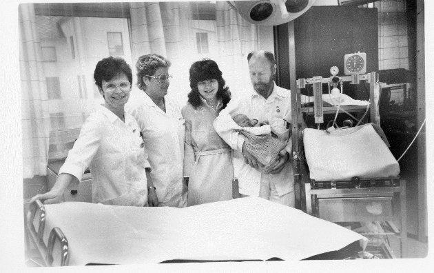Frå fødeavdelinga i januar 1990. Magna Steinhovden, Bjørg Sunde, Aud Sørbotten, Helge Kristiansen.