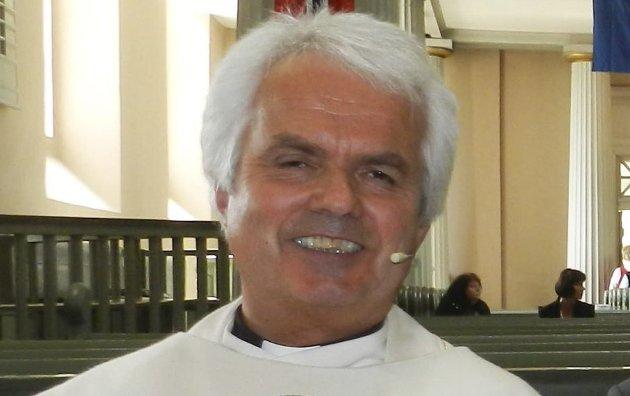 SAMARBEID: Sogneprest Jan Boye Lystad mener kirke og skole i Halden samarbeider godt.