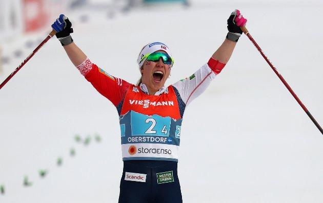 ALLSIDIG GULLJENTE: Helene Marie Fossesholm jubler for norsk stafettgull i ski-VM. 19-åringen er også en av verdens beste terrengsyklister. FOTO: AP Photo/Matthias Schrader