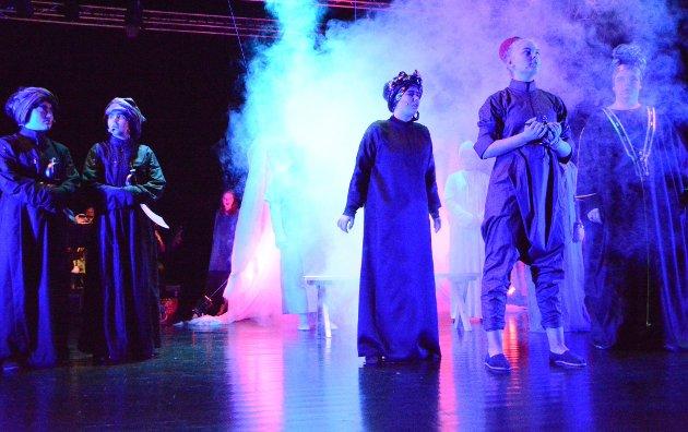 Vestvågøy kulturskole leverte i særklasse da de fremførte historien om Aladdin på Teater Nors scene i Stamsund.