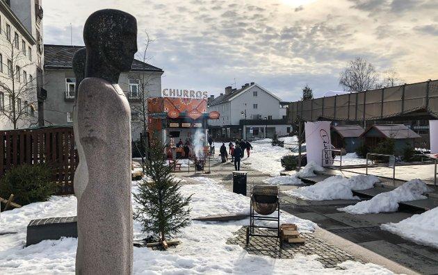 RÅDHUSPLASSEN: Vintertid på Rådhusplassen i Elverum den siste lørdagen i februar 2021.