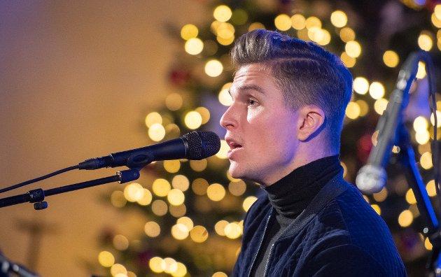 Atle Pettersen sang seg inn i flerfoldige publikummeres hjerter under ekstrakonserten i Lillestrøm kirke, mandag kveld.