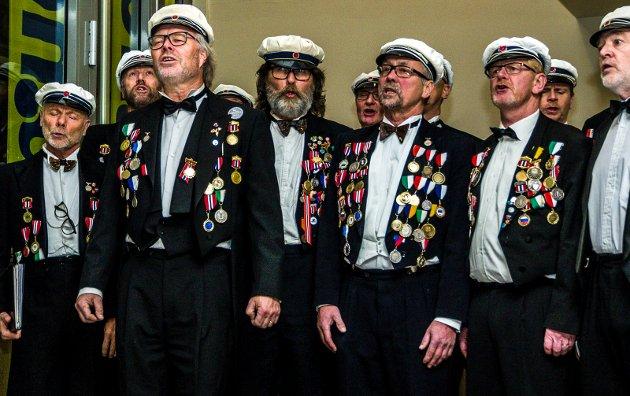 Koret fremførte sanger som var «gjenkjennelig Hvalkjæften».