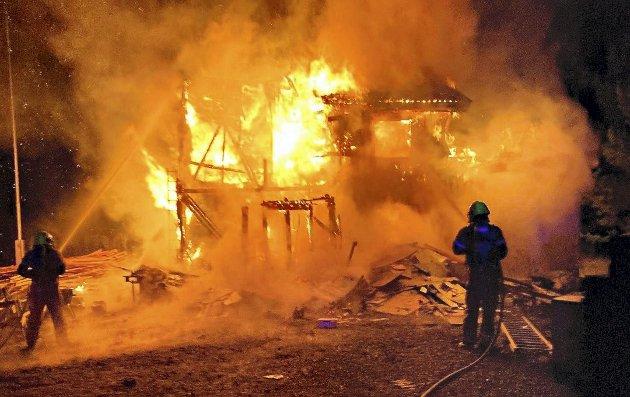 Tragisk: I Hof har huseiere blitt husløse til jul. Noe å huske på for alle og enhver. Foto: VIB