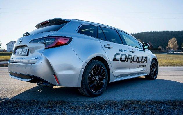 Det er mange linjer og vinkler på den nye Corollaen.