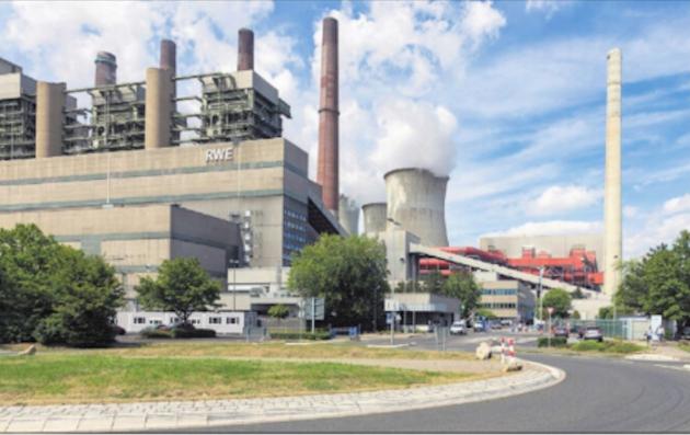 CO2: Jørgen Sandtorv peker på at kullkraftverk, slik som dette i Frimmerdorf i Tyskland slipper ut svært mye C02
