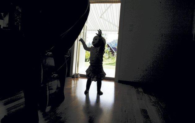 Barn utsatt for vold eller overgrep for ikke den oppfølgingen av det offentlige som de har krev på, mener forfatterne av dette innlegget. (Illustrasjonsfoto: NTB)