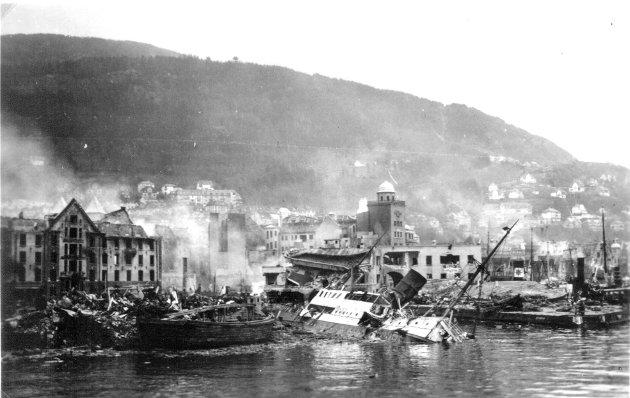 Aldri har en norsk by blitt rammet hardere enn Bergen ble klokken 08.39 morgenen for 77 år siden i morgen, forteller Finn Bjørn Tønder. Foto: ukjent