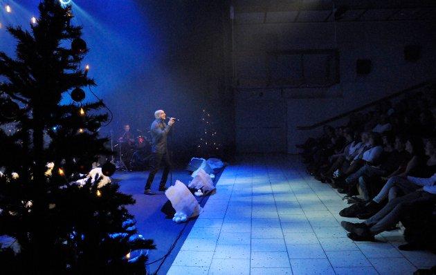 Kjetil Ramberg synger Merry Christmas everyone
