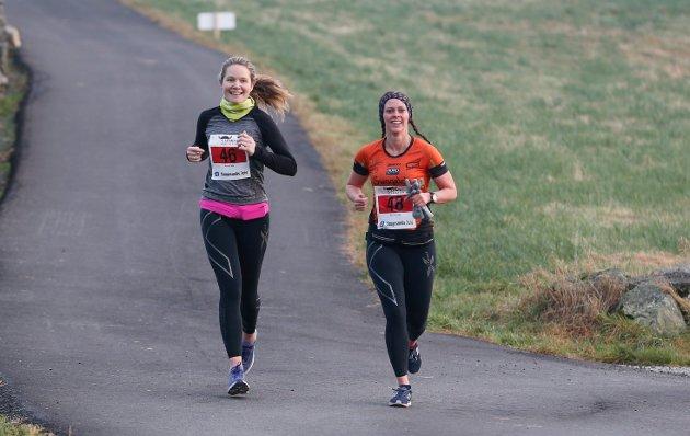 Karmøy maraton : Nr 46 Astrid Vik og nr 48 Siri Lunde